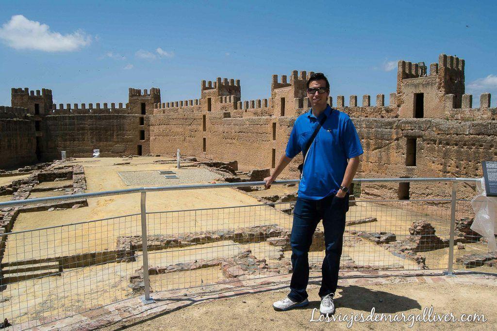 Interior del castillo Burgalimar de Baños de la Encina - Los viajes de Margalliver